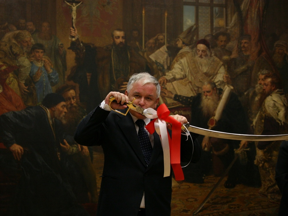President Lech Kaczyński kissing the sabre